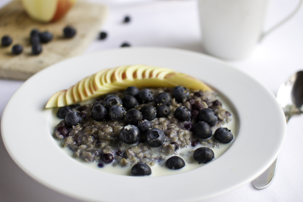 Blue Oatmeal for a Bright Day